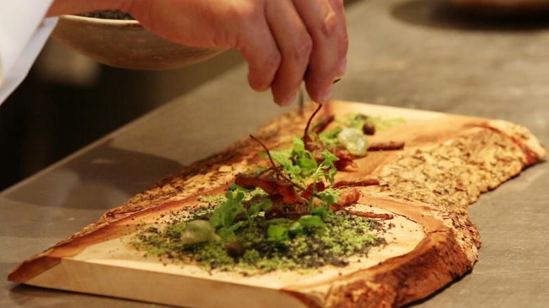 食材は、自然から受け取ったメッセージのようなもの。それを僕の料理で伝えたい。