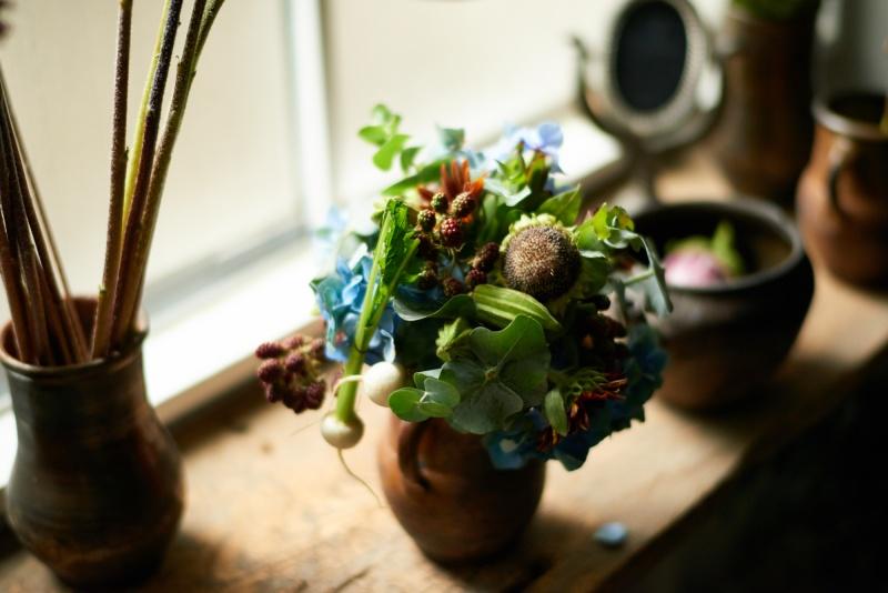 花を楽しみ、器を愛でる。