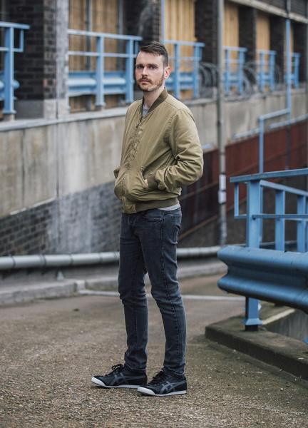 英国人アーティスト・トム・ダウンが、その鉄壁のモノづくりを賞賛。