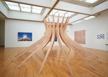 """""""ブラジルを創った""""建築家の軌跡をたどる、東京都現代美術館の「オスカー・ニーマイヤー展」に注目。"""
