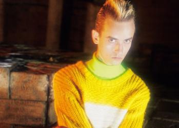 今季のポール・スミスは常識に捉われず、パンキッシュに、鮮やかな色の服で、自己表現を楽しもう。