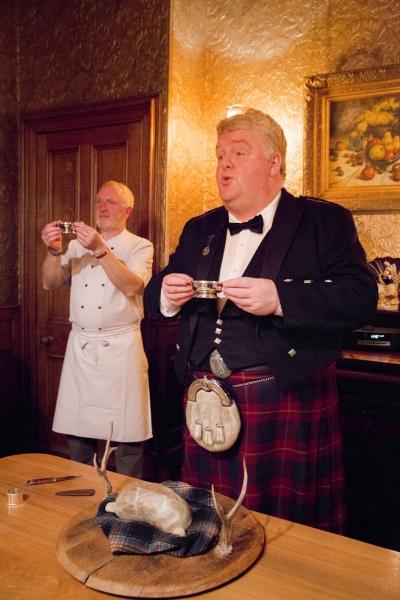 スコットランドの恵みを味わうバーと、誇りを体現する伝統料理。