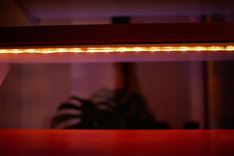 貼り付けるだけの超手軽な間接照明。
