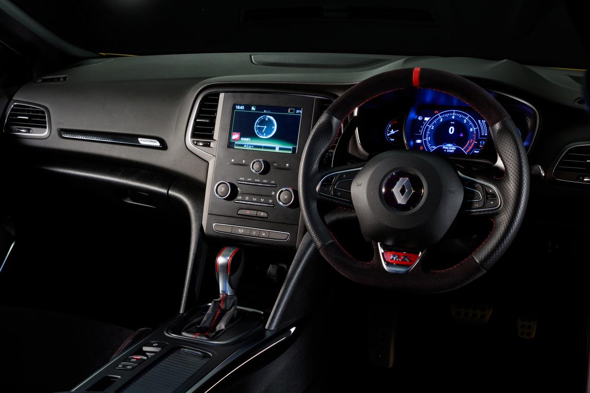 スポーツカーとファミリーカーを兼ねられるという最大の特徴。