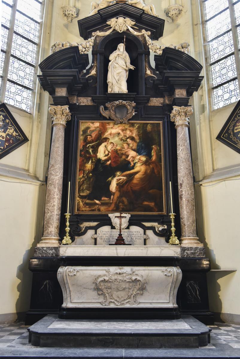 結婚式を挙げた「聖アンドリュース教会」と、墓を設けた「聖ヤコブ教会」。
