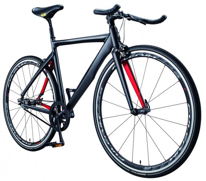 「ナリフリ」からは、サイクルジャージーと自転車が。