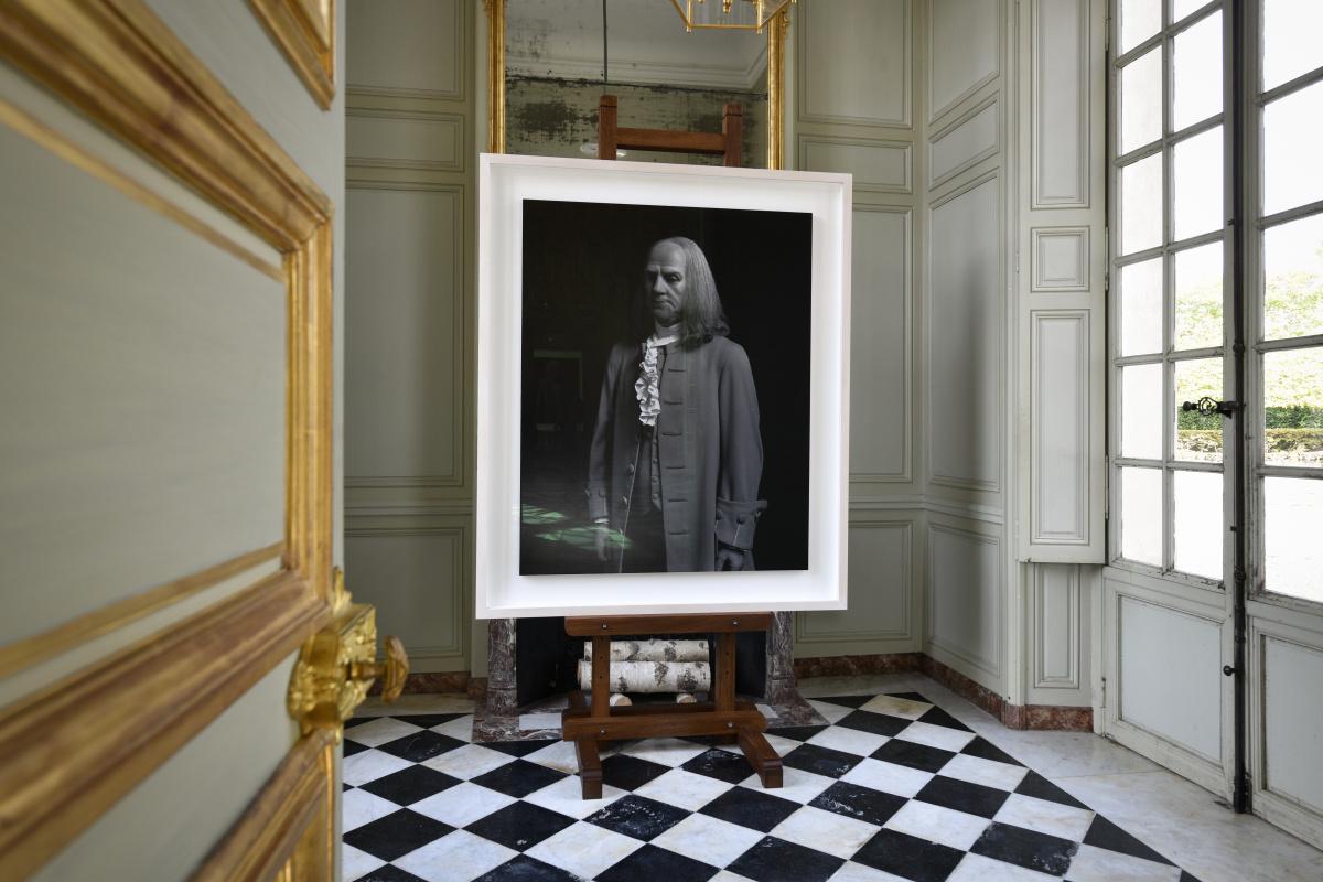 エリザベス女王やダリなど、肖像写真の連作を展示。