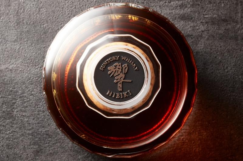 サントリー「響」、世界を制した日本のブレンデッドウイスキーの秘密を解き明かす。