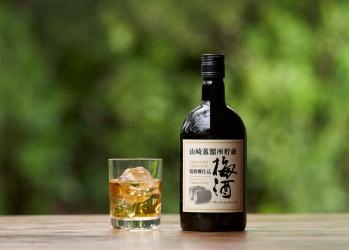 """梅酒を""""ウイスキー樽""""で熟成⁉ これまでにない味わいの「山崎梅酒」の魅力に迫る。"""