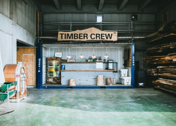 """名だたるプロが""""ここぞの仕事""""で頼りにする、気鋭の木材加工集団「ティンバークルー」とは。"""