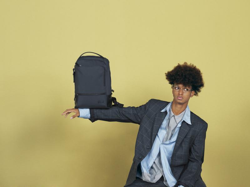 最旬のスーツスタイルで冒険する、「トゥミ」の3つのバックパック