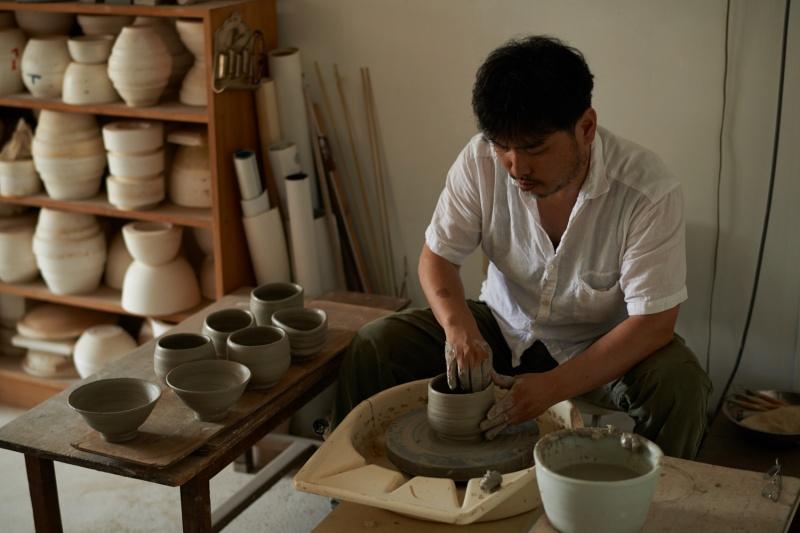 """代官山の土で作陶した""""猿楽茶碗""""。"""