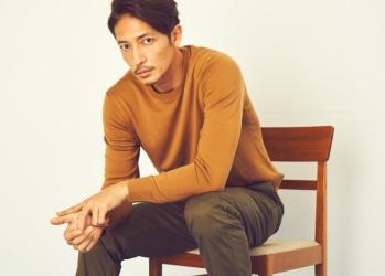 俳優・玉木宏が着こなす「ユニクロ」の極上ニットは、大人の究極のベーシックです。