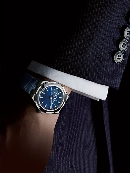 3本の腕時計を持つかのように、ベルトを替えて使いこなせる。
