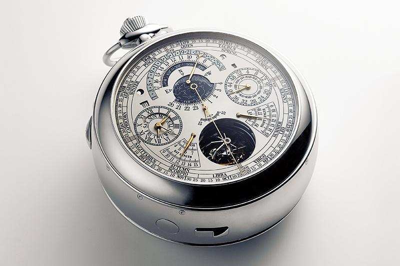 熟練時計師3人が奮闘し、8年の歳月を経て完成。