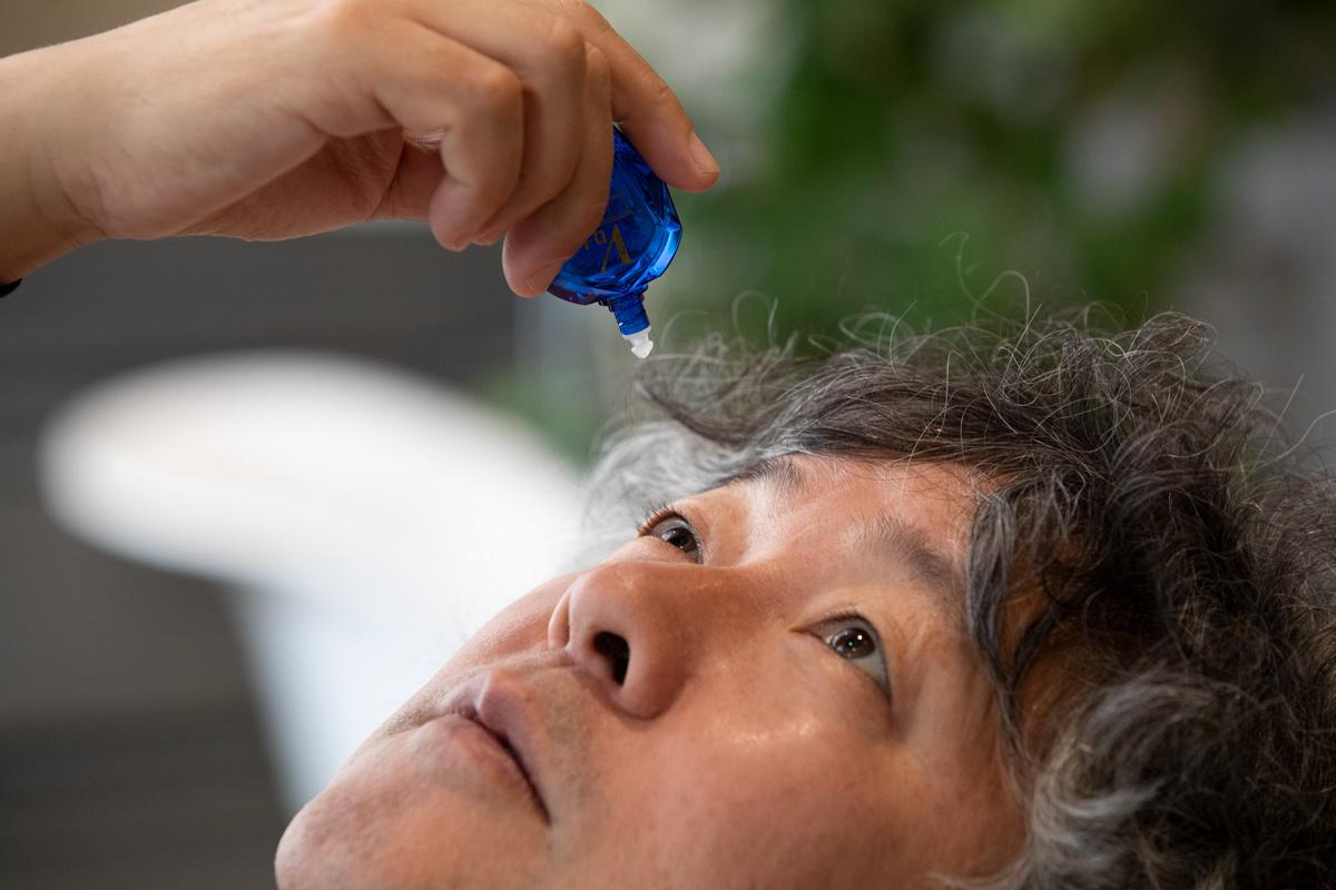 茂木さんにとって目薬をさすこととは。