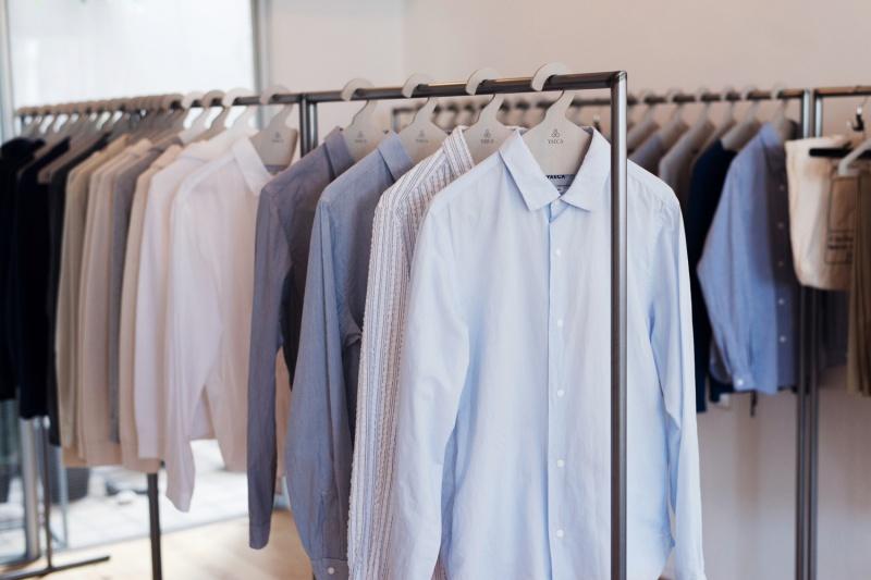 革新的な定番コンフォートシャツ