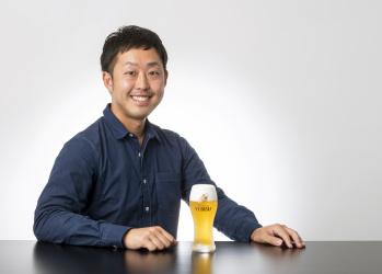 老舗の屋号を表す「のれん」と響きあう、生誕130年を迎えるヱビスビールのものづくり。