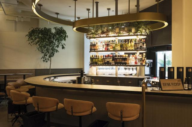 LA発カスタマイズピッツァで人気の「800°ディグリーズ」2号店が、南青山に登場! 「カウンターで一杯」も楽しめます。