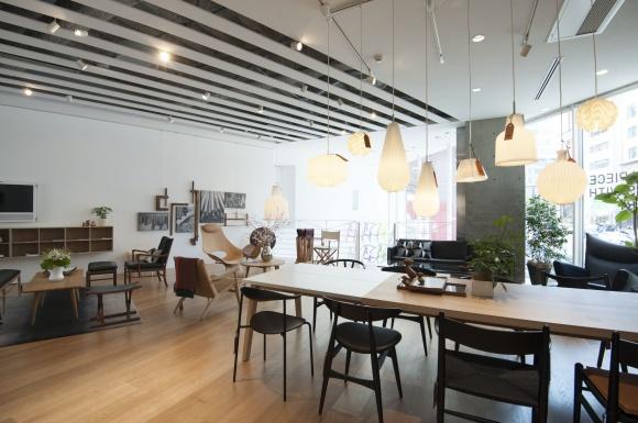 """""""職人魂""""を感じさせる北欧家具の路面店。"""