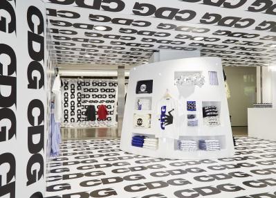 コム デ ギャルソン好きなら見逃せない、「CDG」初の路面店が丸の内にオープン。