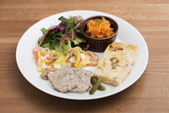 美食家たちも唸る、イギリス仕込みの料理店。