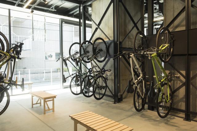 通勤中に立ち寄りたい!五反田駅高架下のサイクルショップ「スタイル・ビー」は、自転車もドーナッツも野菜も買えちゃうんです。