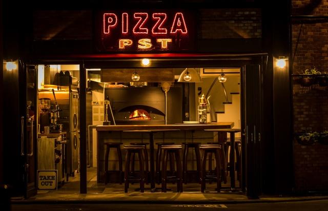 「ピザ スタジオ タマキ」のクセのある味に、 ハマる人続出!?