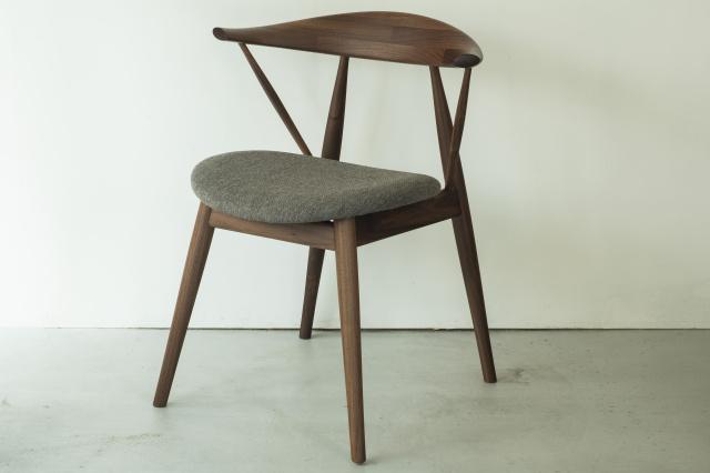 """家具からリノベーションまで、デザイナー小林幹也が手がける「インプリメンツ」で、暮らしを満たしてくれる""""道具""""に出合う。"""