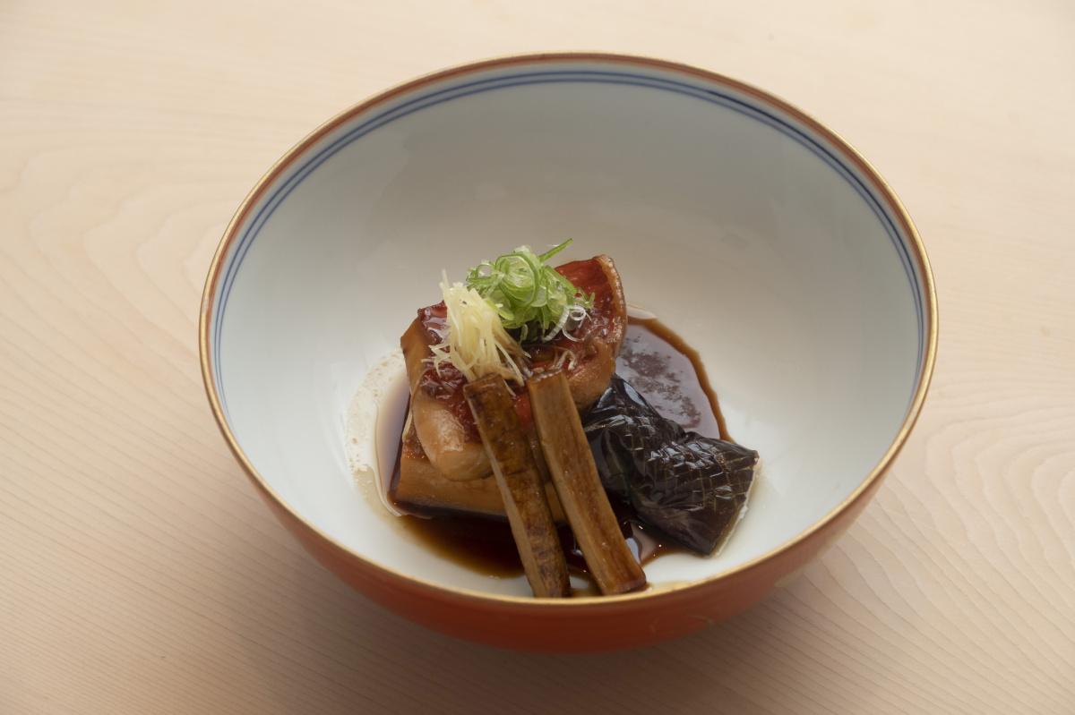 恵比寿にオープンした割烹「小花」は、だし×素材×調理法の組み合わせで自分好みの和食を楽しめます。
