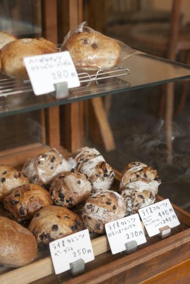 常連客に愛される町のパン屋さん。