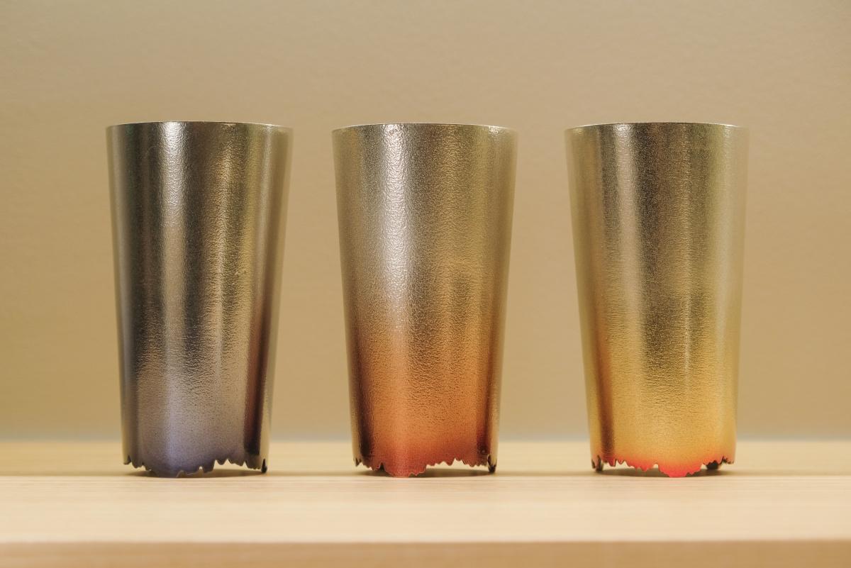 「ナガエプリュス」初の直営店は、錫の魅力をとことん味わい尽くせる最先端の空間です。