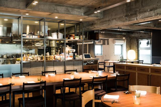 日本とイタリア、各地の食材を味わったらすぐに買えるレストランが代々木上原にオープン