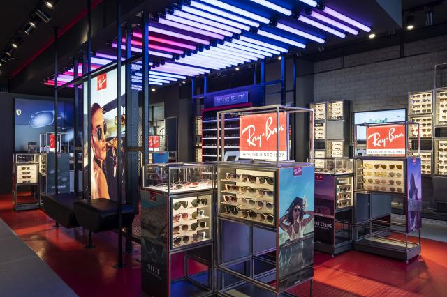 約900モデルが揃う、「レイバンストア 渋谷店」がついにオープン! 自分だけの一本がきっと見つかります。