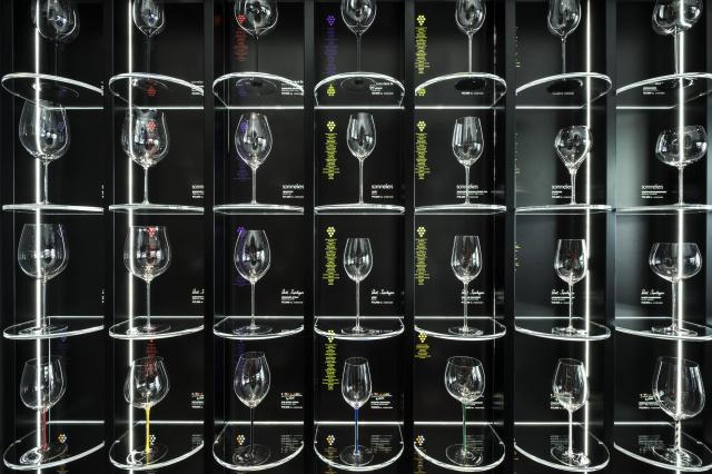 高級グラスショップ「リーデル銀座店」でグラスとワイン、フードの最高の組み合わせを体験しよう。