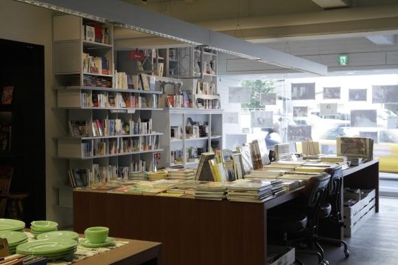 地元密着型の、本のデパート