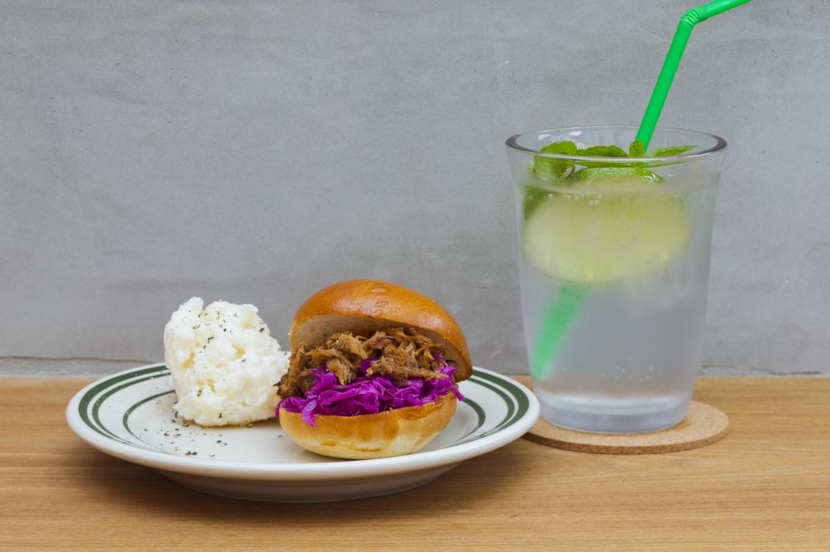 ひとつ324円! ちっちゃなハンバーガー「スライダー」は、おやつにも差し入れにもぴったり。