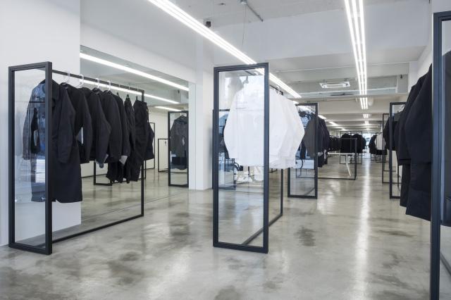クリエイター御用達、機能・着心地・デザインのどこにも妥協しないアパレル「テアトラ」初の旗艦店が、千駄ヶ谷にオープンしました。