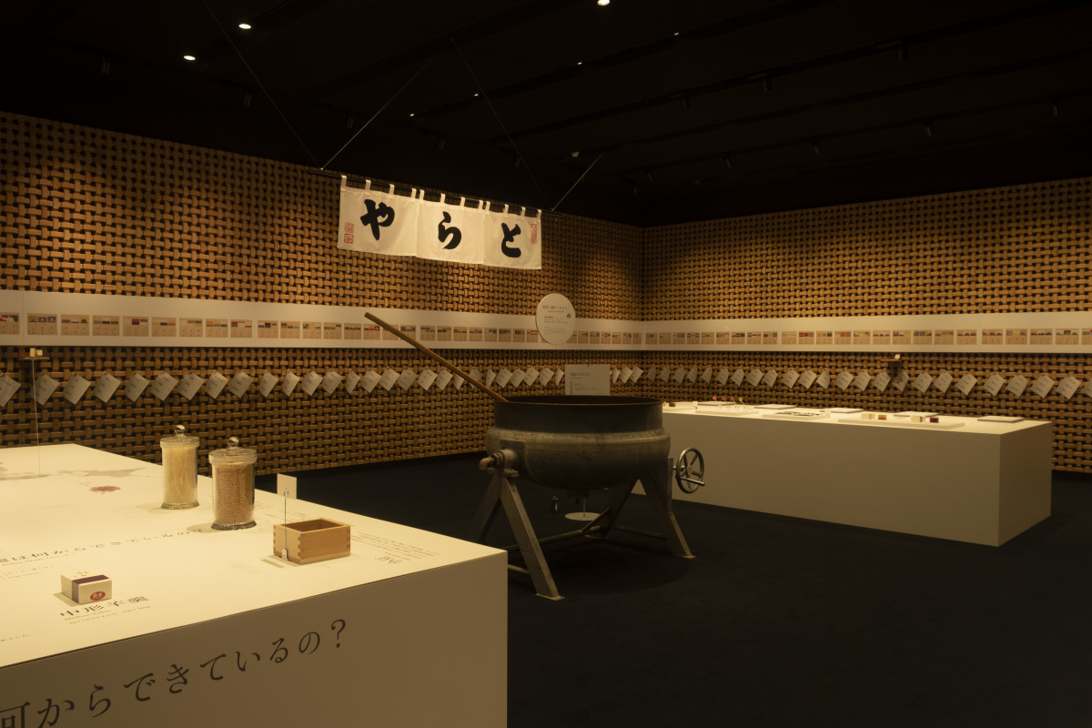 都会の真ん中で和菓子を堪能できる、新しい「とらや 赤坂店」。心穏やかになれる空間です。
