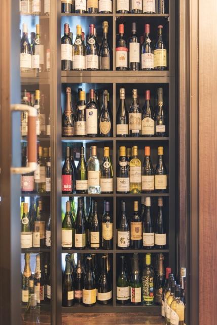 おいしい肉料理と、驚きの価格のワイン。