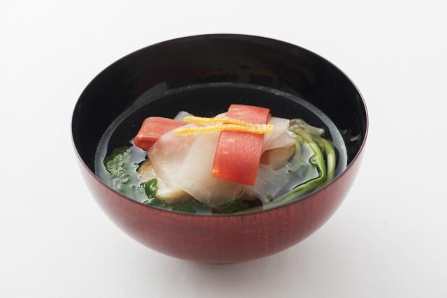 """この""""じっくり感""""は完全予約制だからこそ。旬の料理と日本酒で日本の旨味を楽しみましょう。"""
