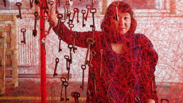 アーティスト・塩田千春が、66万人が訪れた自身の個展とこれからを動画で語る。【Penクリエイター・アワード2019】