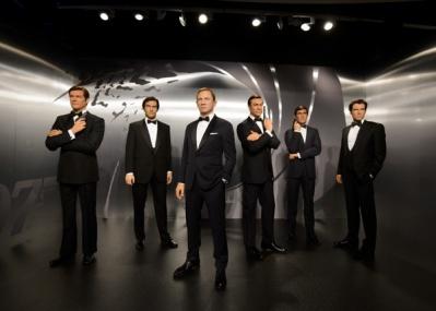 マダム・タッソーの歴代「007」俳優の等身大フィギュアが、「バーニーズ ニューヨーク」にやってくる!