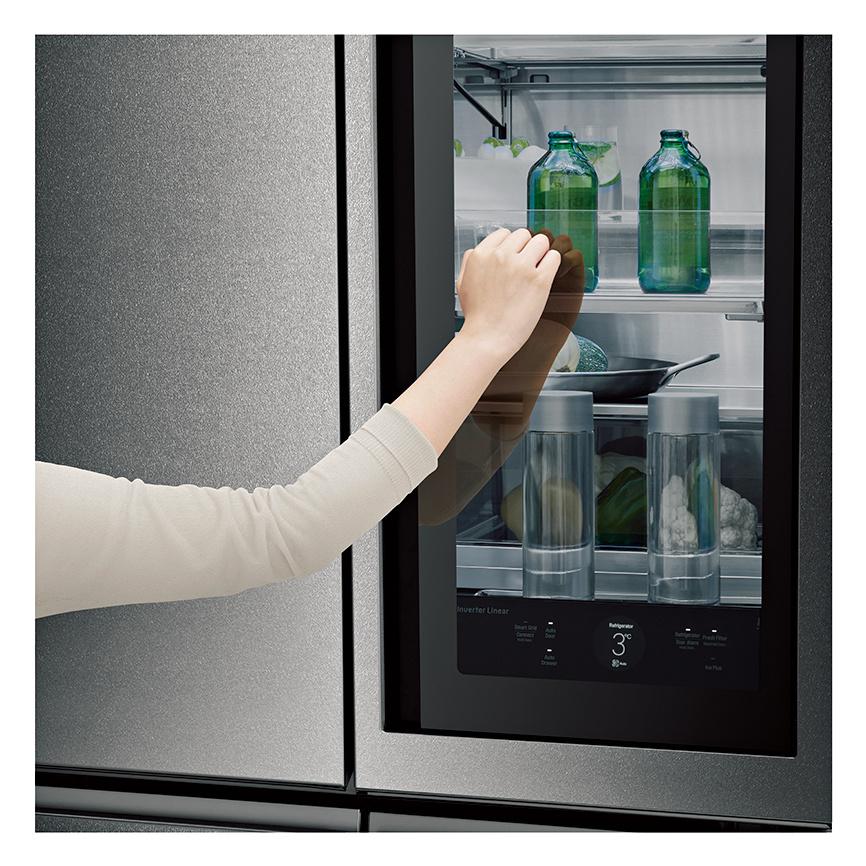 ノックひとつで中身が見える、魔法の冷蔵庫。