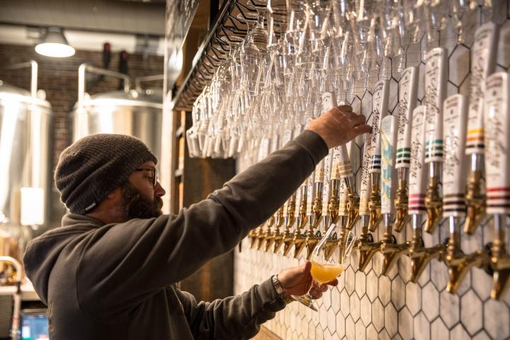 西海岸のビール最前線は、 アートなブルワリーパブ