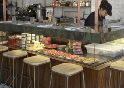 人気パティシエの新店は、 朝から夜までおいしい!
