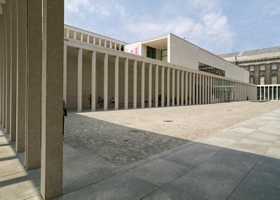 世界遺産の博物館島へは、新しいエントランスから。