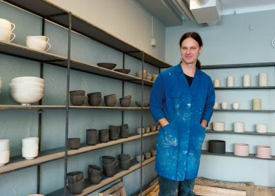 新進陶芸家の器を見に、土日限定の店へ!