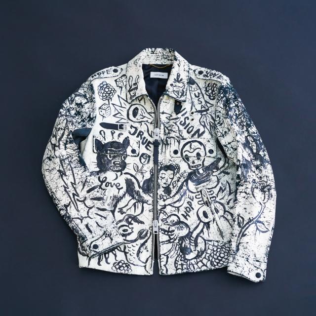 まさに、着るアート。コーチが創ったのは、遊び心あふれるレザージャケットです。