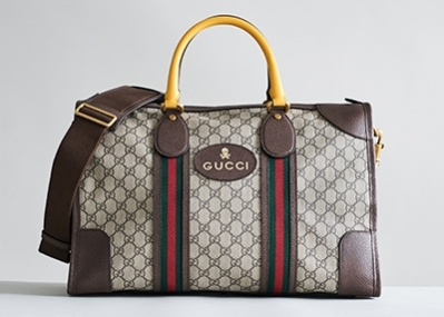 「グッチ」から誕生した、デイリー仕様のダッフルバッグ。キッチュなカラーリングに気分も高まる!